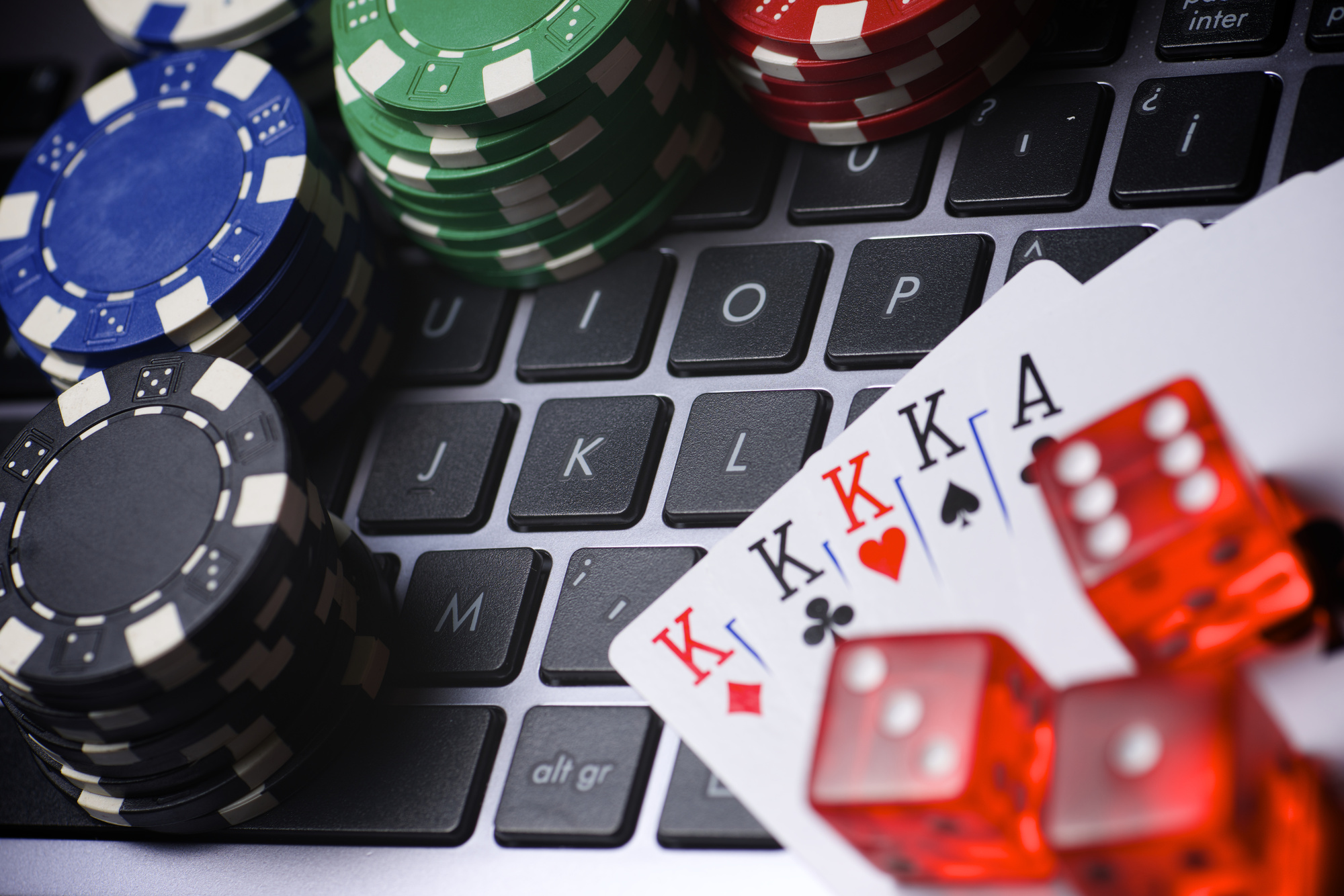 Join An Online Casino And Start Earning Real Money